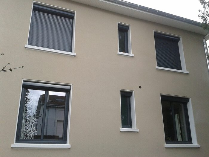 volets-roulants-renovation-gris-1
